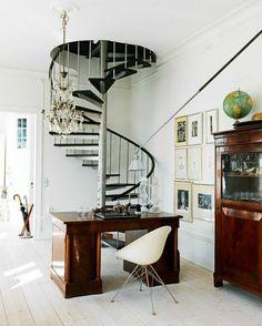 arbeitsplatz trreppe design modern gewendelte treppe