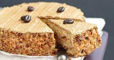 Facile à réaliser avec cette recette pas à pas, le moka est un dessert incontournable de la cuisine française. Fait maison, le gâteau au café n'en est que meilleur avec sa crème au beurre et son biscuit savoureux. Découvrez notre recette...