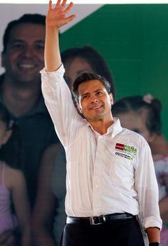 """http://mexiquenses.tv   Al firmar cuatro compromisos para mejorar la calidad de vida de los habitantes de la zona oriente del Estado de México, les pidió """"todo su respaldo"""" para que un mexiquense llegue a la Presidencia de la República y aseveró que su proyecto de gobierno es de legalidad y respeto a las instituciones."""