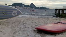 Canoa havaiana no Rio de Janeiro. Copacabana - Posto 6 . . . . . .     @esquilosports #canoahavaiana #aguasalgada #canoahavaianacarioca #copacabana #posto6 #riodejaneiro #mar #sea #va'a #waka #wa'a #bibisucos