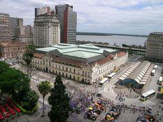 Mercado e terminal de ônibus