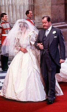 Lady Diana Spencer and her father, a Earl Spencer on Diana's wedding to Prince Charles, Prince of Wales Diana Wedding Dress, Princess Diana Wedding, Princess Diana Fashion, Princess Diana Family, Wedding Dresses, Prince And Princess, Prince Harry, Lady Diana Spencer, Lord Spencer