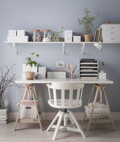 FINNVARD schraag | IKEA IKEAnl IKEAnederland inspiratie wooninspiratie interieur wooninterieur designdroom schragen plank planken opbergruimte beuken bureau werkplek studeerplek werken thuiswerken studeren FEODOR bureaustoel stoel
