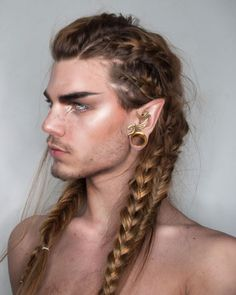 Elf king 💫 haven't actually done any proper hairstyling in well. So I thought maybe y'all will enjoy some ⚡️❤️⚡️ (also I'll be… Viking Hair, Viking Braids, Nils Kuiper, Dark Beauty, Pretty People, Beautiful People, Elf Hair, Elf King, Mode Man
