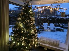 Kerstboom in wit, zilver en glas