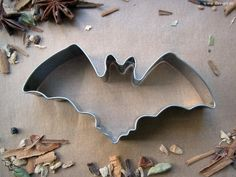 Bat cookie cutter Spooky Halloween, Halloween Themes, Halloween Party, Gothic Images, Just Shop, Party Plates, Gothic House, The Conjuring, Macabre