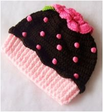 Chocolate & Pink Crochet Cupcake Hat Anderson I would make it the right size Bonnet Crochet, Crochet Beanie, Knit Or Crochet, Crochet Crafts, Crochet Projects, Crochet Cupcake Hat, Crochet Kids Hats, Knitted Hats, Mode Crochet