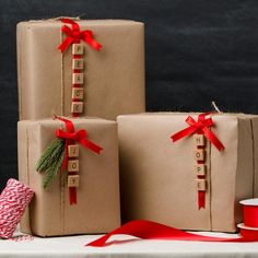 & DIY gift wrapping idea is simple and beautiful! Get the steps and the s. - & DIY gift wrapping idea is simple and beautiful! Get the steps and the s. & DIY gift wrapping idea is simple and beautiful! Diy Holiday Gifts, Xmas Gifts, Craft Gifts, Holiday Crafts, Ideas For Christmas Presents, Simple Christmas Gifts, Minimal Christmas, Cheap Christmas, Natural Christmas