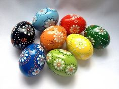 Set of 8 Hand Decorated Colours Painted Chicken Easter Egg, Traditional Slavic Wax Pinhead Chicken Egg, Kraslice, Pysanka – etsy Egg Crafts, Easter Crafts, Painted Rocks, Hand Painted, Easter Paintings, Egg Tree, Easter Egg Designs, Polish Easter, Diy Ostern