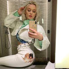 Zara Larsson in white Yves Cigarette pocket patch jeans. Zara Lasson, Moda Zara, Famous Girls, Famous Women, Young Celebrities, Celebs, Nighty Night, Becky G, Talent Show