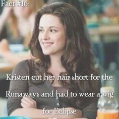 ~ I kinda miss Kristen's long hair, but I think her short hair suits her better. Twilight Saga Quotes, Twilight Saga Series, Twilight Cast, Twilight New Moon, Twilight Movie, Twilight Edward, Stephanie Meyers, Twilight Pictures, Movie Quotes