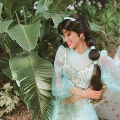 Princess Jasmine Cosplay, Jasmine Makeup, Best Places To Propose, Surprises For Her, Disney Wedding Dresses, Disney Girls, Disney Princess, Aladdin And Jasmine, Disney Face Characters