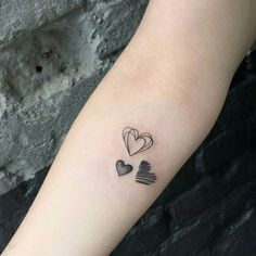 Tattoo done by @jesspaixaotattoo ------- ------- ------ ------- ------ ------- ------- -------#mini #minitattoo #hearttattoo #heart #corazon #dibujo art# simple #blackwork #artist #tattoo #tatuaje #tatuejes #tattooed #tattoolife #tatts #tatt #ink #inkedmen #inkedup #inkstagram #red #air #inkmaster #tattooartist #artist #mytattoo #blacktattoo #blackandwhite