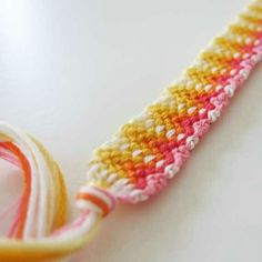 Embroidery Bracelets Design A pattern made with the My Friendship Bracelet Maker! Get you today! Thread Bracelets, Diy Bracelets Easy, Embroidery Bracelets, Summer Bracelets, Cute Bracelets, Beaded Bracelets, String Bracelets, Bracelet Fil, Bracelet Crafts