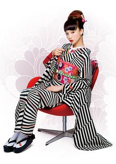 Nippon-Graph Geisha, Kimono Japan, Japanese Kimono, Japanese Costume, Japanese Outfits, Japanese Fashion, Japanese Clothing, Cute Kimonos, Modern Kimono
