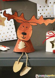 DIY Christmas reindeer to hang or to pose (DIY) , Diy Christmas Reindeer, Handmade Christmas Decorations, Merry Little Christmas, Holiday Ornaments, Christmas Holidays, Christmas Crafts, Holiday Decor, Crafts For Kids, Diy Crafts