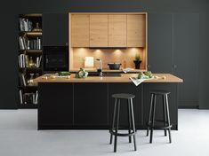 Black Vogue -Matt front in onyx black with exclusive wooden edging combined with. Kitchen Furniture, Kitchen Interior, Home Interior Design, Kitchen Decor, Furniture Nyc, Home Design, Studio Kitchen, New Kitchen, Black Kitchens