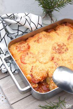 Lasagne van aardappels, vlees, tomaten en courgettes, kan dat? Jazeker en is verrassend lekker, ook voor kinderen. Proberen? Lees verder op BonApetit.  #lasagne Cheeseburgers, Macaroni And Cheese, Pasta, Ethnic Recipes, Comfortfood, Quiches, Belle, Lasagna, Mac And Cheese