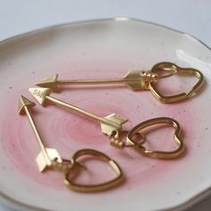 Free UK Delivery Our 'Cupid's Arrow' Keyring is made from solid raw brass arrow and can be personalised with 3 engraved initials. Supplied in a grey gift box. Valentines Gifts For Her, Be My Valentine, Cadeau Surprise, Clear Plastic Bags, Grey Ribbon, Gift Tags, Unique Gifts, Brass, Arrow
