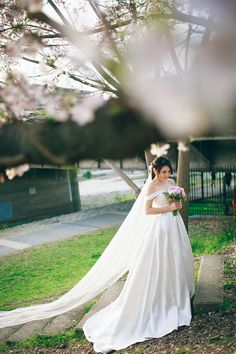 Elegant off shoulder wedding gown with long bridal veil // Ghia Jun and Zee Yin's Engagement Shoot in Kyoto, Japan