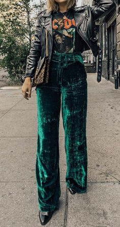 fashion week 2019 l NY fashion week l paris fashion l spring fashion week l street style inspo l valentines day outfit l what to wear l looks for women l workwear for women Quoi Porter, Velvet Pants, Edgy Chic, Pants Outfit, Fashion Week, Fashion Trends, Fashion Outfits, Womens Fashion, Power Dressing