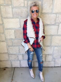 || Fur-Ever Faux Fur Vest ||    The Fur-Ever Faux Fur Vest in this oatmeal color is to DIE for! This beauty is the most comfortable piece, yet still super stylish! Pair it with a basic top, distressed denim and your favorite fall bootie for the perfect look!