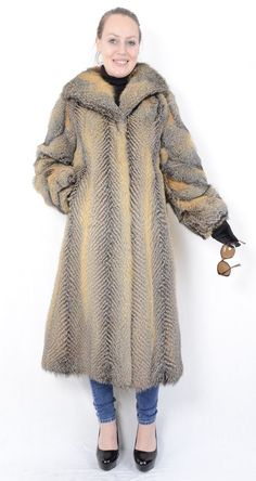 The coat is in a neat and very good condition. The coat can be closed with hook and hook on the collar. The coat has side pockets. The skins are silky smooth, clean and well maintained. Grey Fox, Gray, Fox Fur Coat, Fur Jacket, Mink, Stylish, Jackets, Handmade, Fashion
