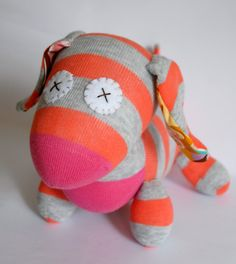Make your very own pull along Daschund Dog with this sock softie pattern. Pull along toys are a big hit with toddlers, especially the year olds. Craft Projects, Crafts For Kids, Craft Ideas, Pull Along Toys, Softie Pattern, Sock Toys, Cute Toys, Love Craft, Softies