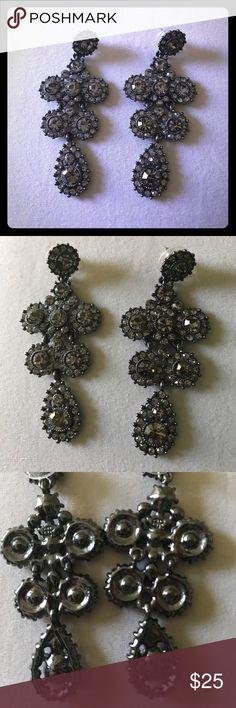 Banana Republic chandelier earrings Banana Republic chandelier earrings Banana Republic Jewelry Earrings