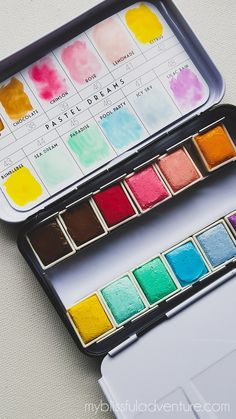 Watercolor Pallet, Prima Watercolor, Watercolour Painting, Watercolors, How To Draw Tumblr, Fanart Kpop, Artist Aesthetic, Art Hoe, Art Sketchbook