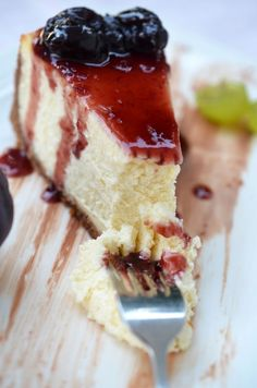 Vanilla mascarpone slice without baking mouthwatering sweets! The jam makes it even more enticing … :) Sweet Recipes, Cake Recipes, Indian Cake, Cheesecake, Quiche, Just Eat It, Hungarian Recipes, Kaja, Food Cakes