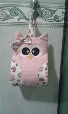 Porta Papel Higiênico Owl Crafts, Diy And Crafts, Crafts For Kids, Arts And Crafts, Sewing Hacks, Sewing Projects, Projects To Try, Toilet Paper Crafts, Basket Organization