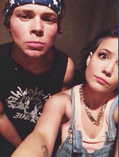every1 talks about how cute michael and halsey would be if she didn't have a bf, but no1 talks about how cute Ash would be with her :-(