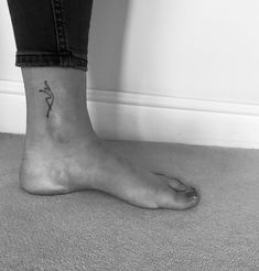 Small dancer ankle tattoo I got today 😊 Small dancer ankle tattoo that . - Small dancer ankle tattoo I got today 😊 Small dancer ankle tattoo that I got today 😊 This ima - Mini Tattoos, Little Tattoos, Leg Tattoos, Small Tattoos, Dance Tattoos, Tatoos, Henne Tattoo, Freundin Tattoos, Ankle Tattoo Small