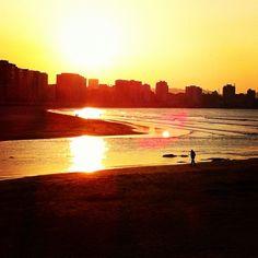 Playa de #Gijón con la luz del atardecer #Asturias