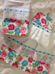 Compre Kit bate mão e pano de prato no Elo7 por R$ 25,00 | Encontre mais produtos de Bate Mão e Casa parcelando em até 12 vezes | Kit bate mão e pano de prato. Bate mão atoalhado e pano sacaria pé de galinha med: 41x66, B5B85D Scrap Fabric Projects, Fabric Scraps, Fun Projects, Kitchen Hand Towels, Dish Towels, Tea Towels, Xmas Gifts, Sewing Hacks, Creative