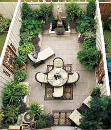 Fabulous and cleverly designed outdoor space. All in a very small area.  I WOULD LOVE TO HAVE THIS!