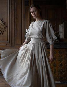 """Vivika"" natural linen top Victorian Fashion, Vintage Fashion, Medieval Dress, Black Linen, Clothes Horse, Modest Outfits, Pretty Outfits, Pretty Clothes, Natural Linen"