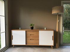 Mickeal habille son intérieur avec le buffet Elfy de Zago. Le meuble en chêne et formica offre un style design et épuré. Découvrez toute la collection Elfy sur http://www.zago-store.com/collections/elfy.html #Zago #Meubles #Home #Déco #Bois