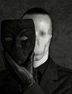 Blank face ~ I'm having a hard time looking at this face. This Blank face is really creeping me out bad…