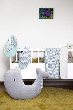 Leuke combinatie van Lemon Fish. Met walvis-kussen, dekentje en slabben. webshop www.lemonfish.be