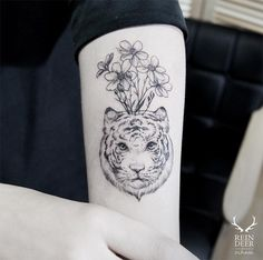 #tattoofriday - tatuagens botânicas por Zihwa Tattooer, Coréia do Sul; Blackwork, Rein Deer, Cool Tattoos, Tatoos, Colours, Piercings, Ink, Painting, Blood
