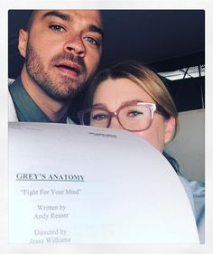 35 Behind-The-Scenes Photos From Grey's Anatomy That You've Probably Never Seen Before Pick me. Choose me. Greys Anatomy Funny, Greys Anatomy Episodes, Greys Anatomy Couples, Greys Anatomy Facts, Jesse Williams Grey's Anatomy, Jessie Williams, Jackson Avery, Derek Shepherd, Cristina Yang