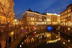 Donker+Utrecht+-+Oudegracht+tussen+Bezembrug+en+Stadhuisbrug