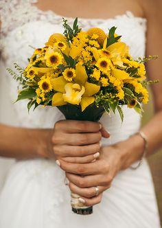 Свадьба. Любовь. Семья. Сладкая любовь. Желтая свадьба. Пчелки. Мед. Свадьба в лесу. Прогулка на природе.  Невеста. Жених. Интерьер на улице. Букет невесты. Детали на свадьбе.