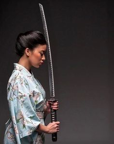 Collection of photos showing the beauty of Japan including landscape photos,Japanese martial arts, Samurai history and beautiful Japanese women. Female Samurai, Samurai Warrior, Japanese Warrior, Japanese Sword, Japanese Culture, Japanese Art, Samourai Tattoo, Sword Poses, Katana Girl