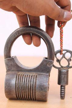 Antique Round Shape hand crafted Screw Type Big Iron padlock Original key