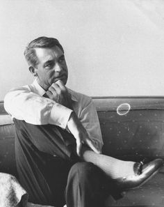 Where did you get that face? Rare candid of Cary Grant, Cary Grant, Vintage Hollywood, Classic Hollywood, Socks Outfit, Becoming An American Citizen, North By Northwest, Cinema, People Of Interest, Hollywood Stars