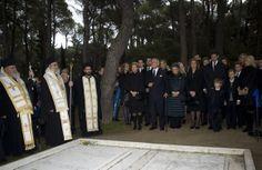 Los Príncipes de Asturias se unen a la Reina y las infantas Elena y Cristina en el emotivo funeral en memoria del rey Pablo en Tatoi. Los asistentes reales al responso en memoria del rey Pablo de Grecia.