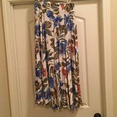 Karen Kane Floral printed maxi skirt Brand: Karen Kane Size: 8 Color: Multi Description: Floral Maxi Skirt Karen Kane Skirts Maxi